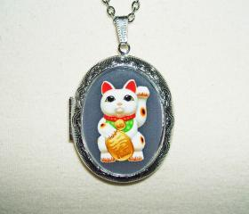 MANEKI NEKO Cameo Necklace LOCKET Pendant LUCKY Money Fortune Cat